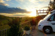 Das #Piemont von seiner besten Seite - Da will man sofort mit dem #Wohnmobil losfahren: Morgenstimmung in den Weinbergen von Mango. Die ganze Tour gibt es auf promobil.de