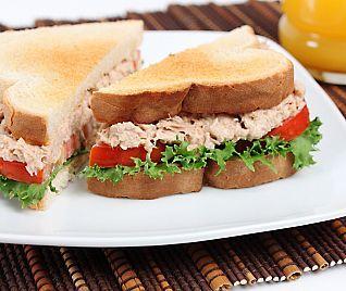 ¡No te pierdas esta rica y ligera #Receta de sandwich de atún y pimientos asados!