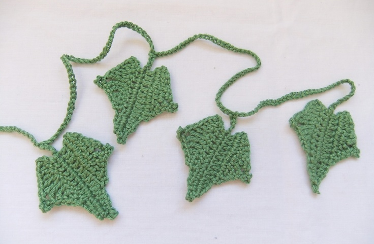 Ivy Leaf Knitting Pattern : 17 Best images about Crochet wreaths to hang onto! on Pinterest Free patter...