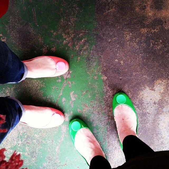 #shoeselfies #floor #texture #green #coral