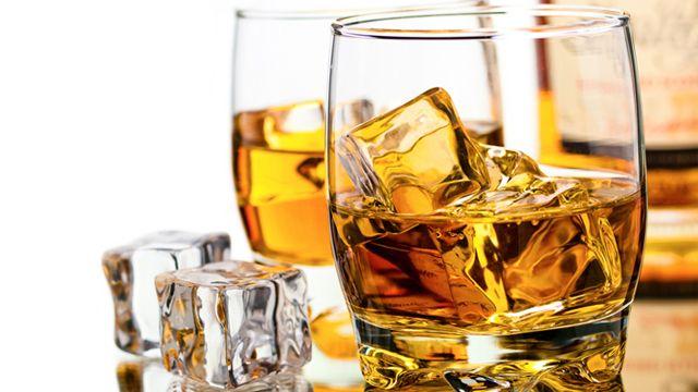 Speyside  Området utskillet fra highlands, det virkelige sentrumet av det skotske destilleri-industri, som samler omtrent halvdel av skotske destillerier. whisky fra dette området er lette, med fruktaksenter. de er vanligvis søte og innebærer mange ekstrakter. Det kan smakes pære, eple, banane og limonade i denne.  #nattklubbPolen #Polenutdrikningslag #strippeklubbPolen #erotiskedanserePolen  http://www.neworleans.pl/