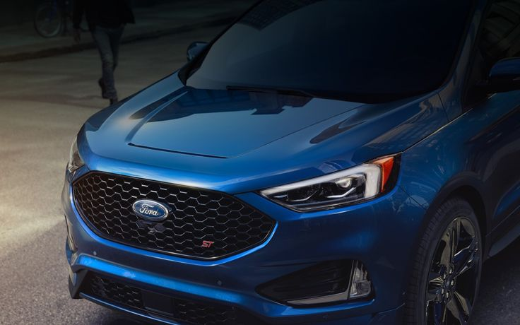 L'avant du FORD EDGE ST 2019 couleur bleu performance