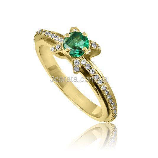 Великолепное и яркое украшение - золотое помолвочное кольцо с сочным зеленым изумрудом и россыпью бриллиантов! Золото 585 пробы, вес - 3,0 грамма.