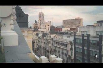 Una puesta de sol madrileña : ¡Viva! Una puesta de sol madrileña desde la azotea del Círculo de Bellas Artes: ¡Ole! Una puesta de sol madrileña cenando de miedo desde la azotea del Círculo de Bellas Artes: ¡Quieroooo!