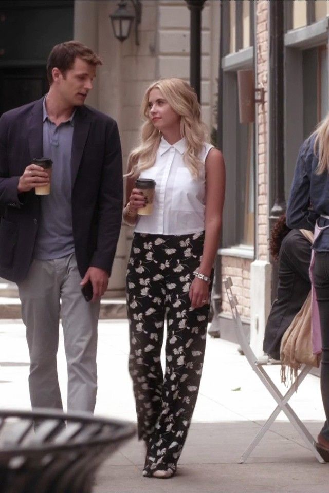 Sleeveless Cotton Blouse and loose pants (i think they are from zara) Hanna Marin from PLL always on point