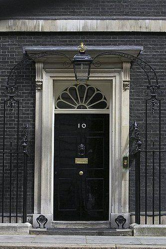Maison ClassiqueColors Combos, Door Knockers, Numbers 10, Black Doors, British, Black Front Doors, Exterior Doors, London England, Doors Knockers