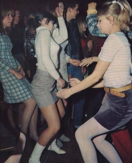 France. Party girls, Paris 1966
