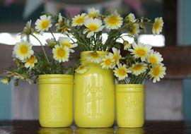 adorable: Paintings Mason Jars, Idea, Canning Jars, Daisies, Mason Jars Centerpieces, Sprays Paintings, Mason Jars Vase, Paintings Jars, Flower