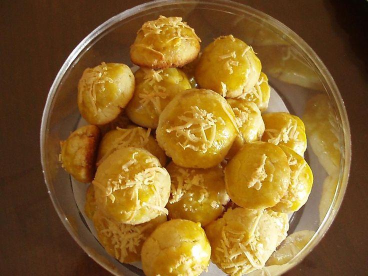 Tips cara membuat resep kue nastar spesial untuk kue kering lebaran beserta bahan yang dibutuhkan untuk membuat resep nastar nanas empuk dengan parutan keju