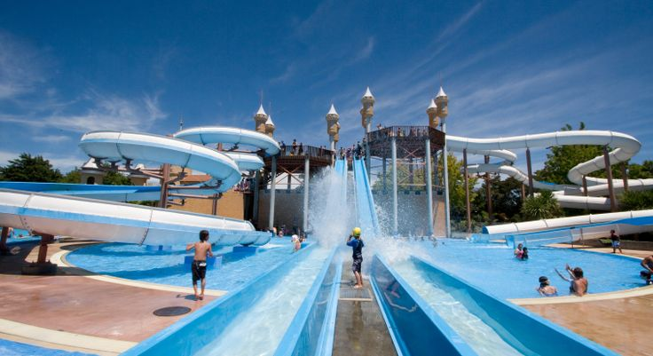 Splash Planet is the perfect fun family spot.  Really it's New Zealand's biggest water theme park and this makes it a great place to chill in summer, and is quite a load of fun, especially for kids, young and the not so young!