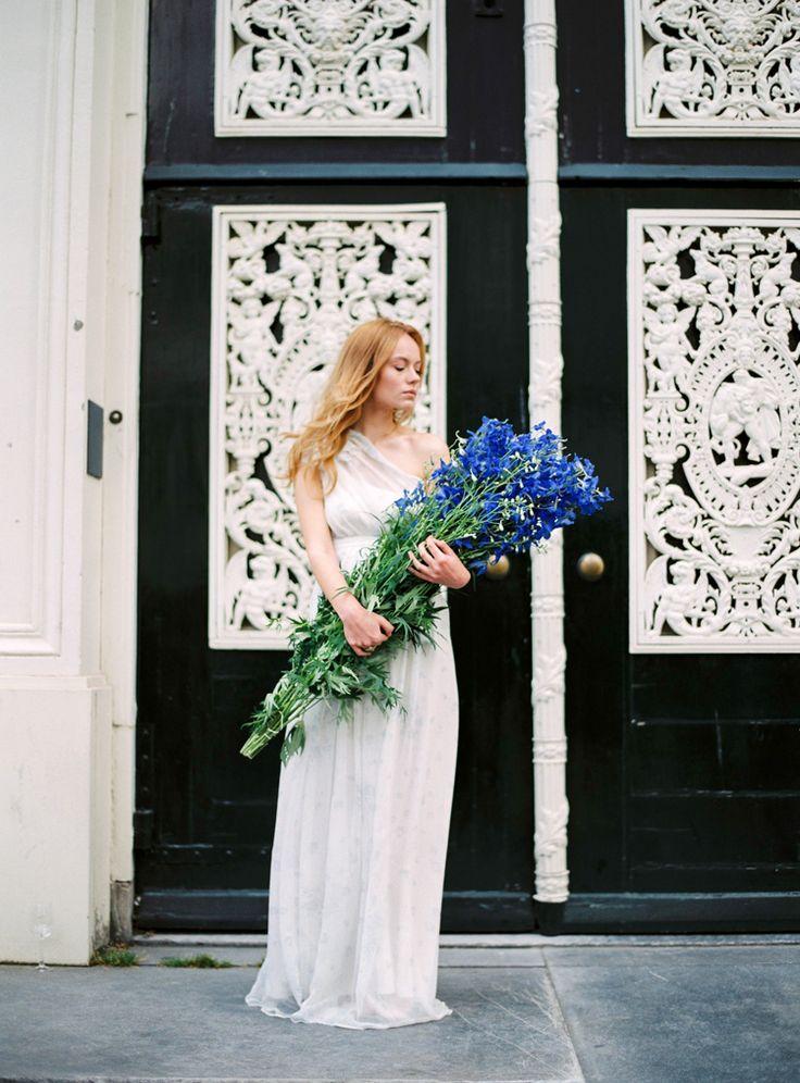 Fine art wedding photographer in Italy Darya Kamalova | AMSTERDAM STREETS PORTRAIT SESSION | http://www.thecablookfotolab.com