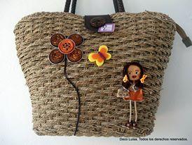Capazo con cremallera, forro y bolsillo interior decorado con uno de mis broches Georginas y flor nespresso.