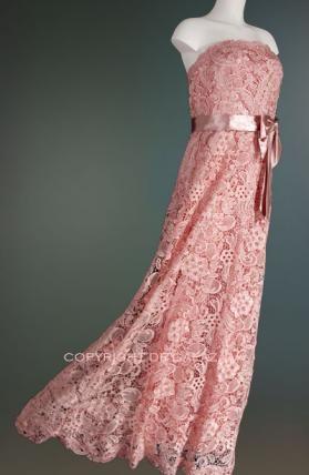 Zachtroze kanten jurk met satijnen strik 2593