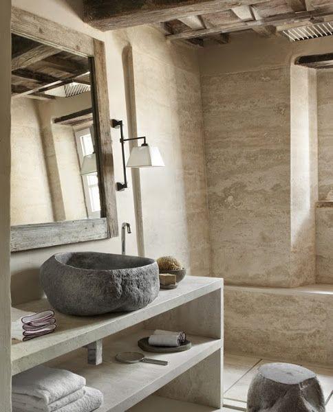 #reforma #baño con paredes de mármol, lavabo de piedra sobre mueble de obra abierto