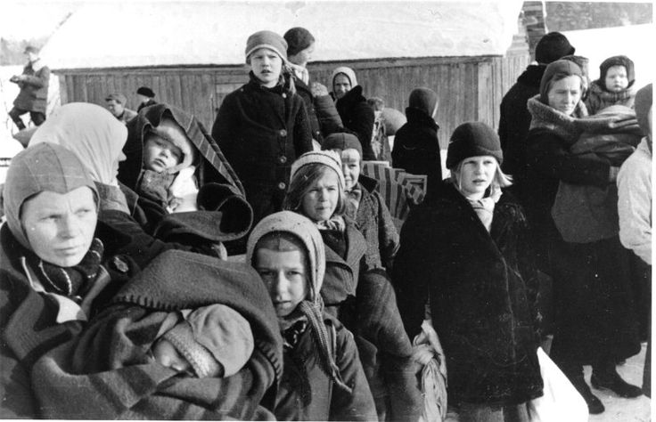 Evakkoon lähtijöitä. Talvisota 1939-40. People being evacuated. Winter War 1939-40.