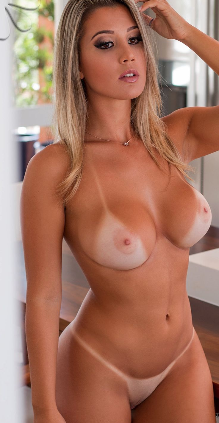 woman with tans naked