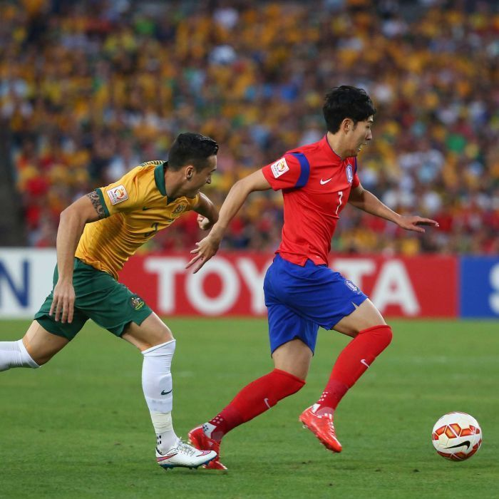 Davidson chases Son in Asian Cup final - Son Heung-min of South Korea is chased by Jason Davidson of Australia during the 2015 Asian Cup final match at Stadium Australia on January 31, 2015 in Sydney.