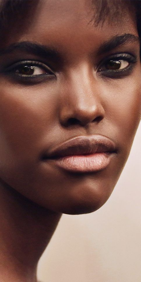 Glowing, effortless skin with precision highlights. Use Burberry Fresh Glow Pen to highlight cheekbones, eyes and the Cupid's bow. Shop Burberry bases, concealers and highlighters at Sephora.