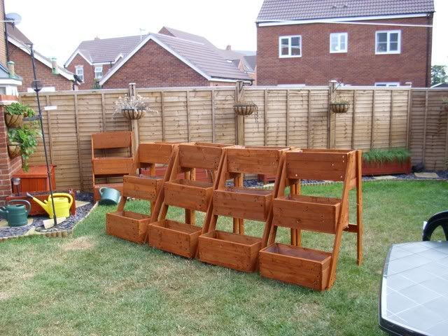 66 best pallet planters images on pinterest herb garden for How to make plant pots from pallets