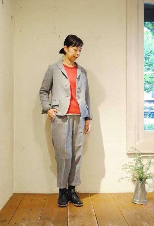 上質なウールを使用したヘリンボンジャケット メンズライクなヘリンボン柄のセットアップコーデには、柔らかい素材のモヘアニットを合わせて、ひとさじの女性らしさをプラス。