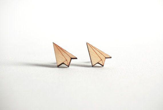 €8,00 papieren vliegtuigje oorbellen, origami oorbellen, houten sieraden, oorbellen hout, Valentijns cadeau, lasercut sieraden, hypoallergeen