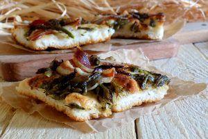 Focaccia con asparagi e pancetta