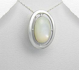 Pandantiv oval din argint cu aspect de aur alb cu scoica alba 136