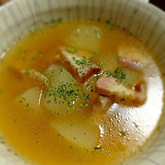 少し歯ごたえが残るぐらいに冬瓜を煮込んで、おかずになるスープ(*^^*) - 54件のもぐもぐ - 冬瓜とベーコンのスープ by RIE5839