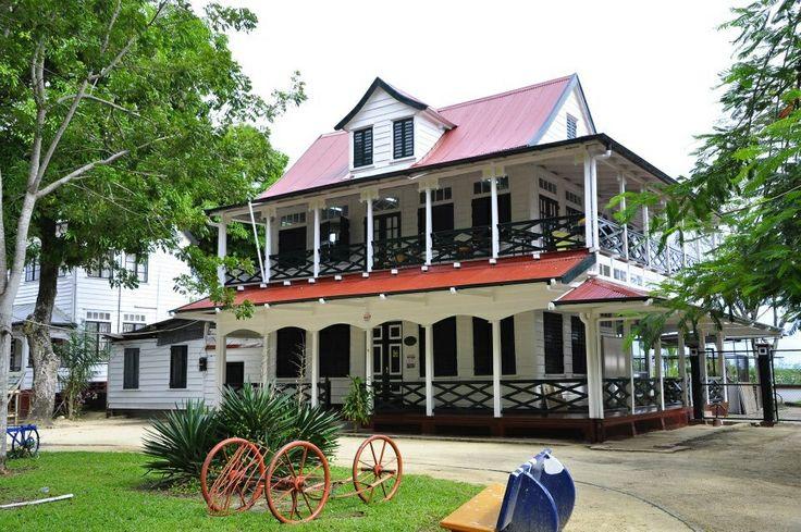 Surinaamse monumentaal huis