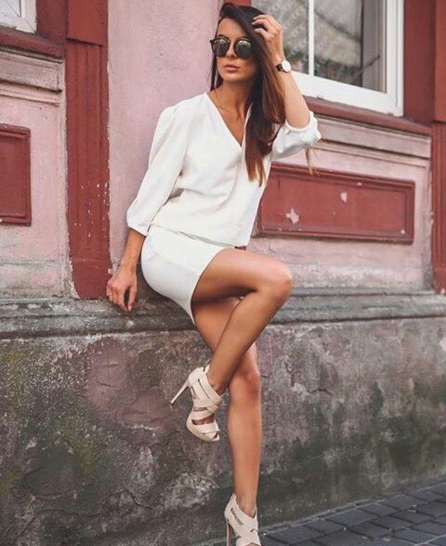 Sukienka VOSCHE Rozmiary: xs,s,m,l Kolory: ecru, pudrowy roz www.poqash.pl