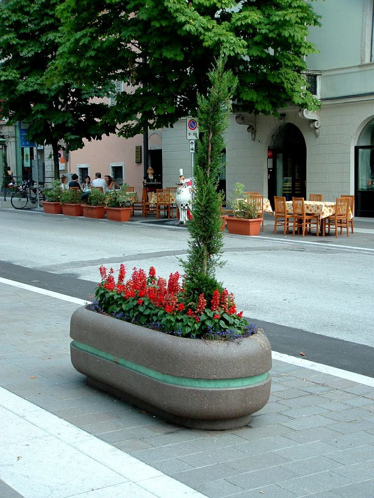 CRISTINA planter. #Bellitalia brings flowers to your cities. street furniture - arredo urbano