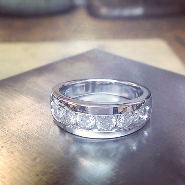 1.5 ct channel band