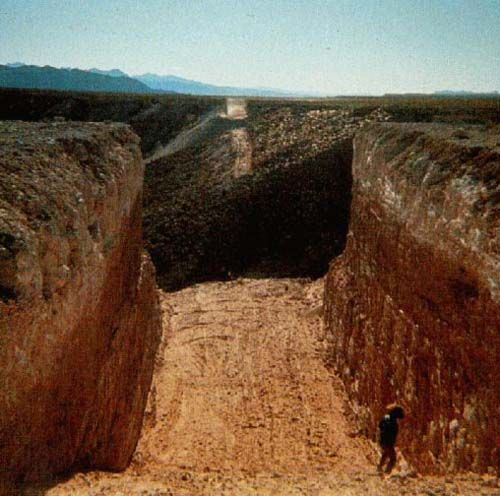 MICHAEL HEIZER | DOUBLE NEGATIVE - Nevada
