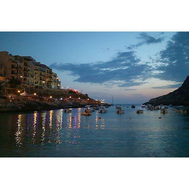 【lindadada0412】さんのInstagramをピンしています。 《2016年マルタ共和国~シュレンディ(Xlendi)①~ マルタ編再開で~す ゴゾ島の南西に位置する海辺のリゾート地、シュレンディへ✨ ホテルのレストランから直接入れるシュレンディ湾は、まるでプールのようで泳ぎやすかったです 日も暮れて、昼間と同じレストランへディナーにやって来ました。 街の灯りが海に映って、とても綺麗でした #malta #maltaphotography #visitmalta #malta2016 #gozo #backpacker #mytravelgram #trip #travel #traveling #instatraveling #travelgram #instagood #instalike #tbt #beautiful #igs_world #igs_photos #summer #sea #マルタ共和国 #マルタ島 #旅 #旅行 #夏 #海 #女子旅 #ファインダー越しの私の世界 #カメラ女子 #写真好きな人と繋がりたい》