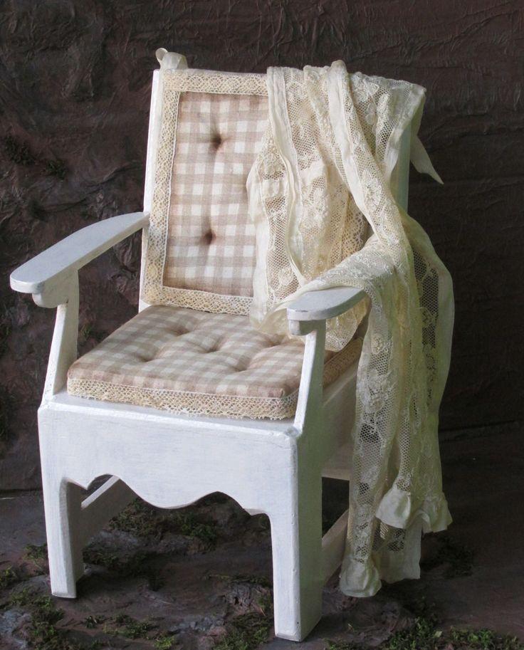 Кресло для куклы(или мишки) в винтажном стиле. Авторская ручная работа. Материал-натуральное дерево. Высота по спинке-32 см, ширина(с подлокотниками)-20 см, глубина и ширина сидения-16х16 см., высота от пола до сидения-13,5 см. Автор-Касаткин Юрий.