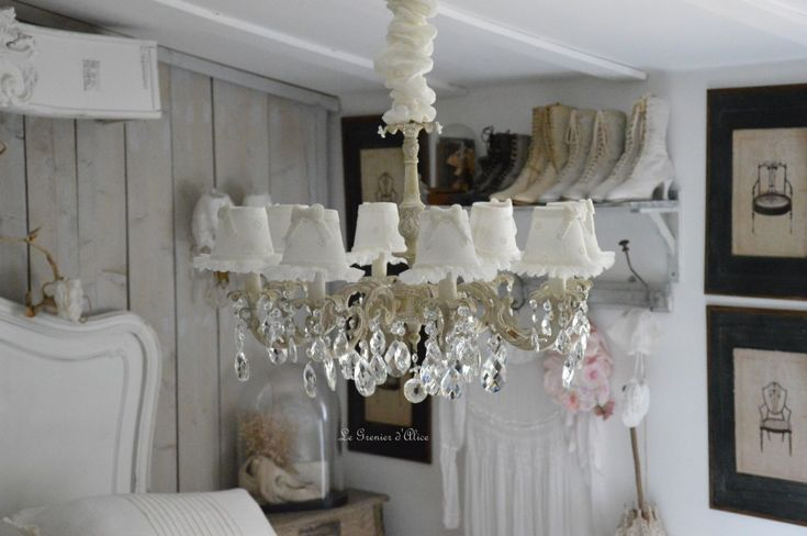 17 best images about lustres pampilles chandelier shabby chic on pinterest porch lighting. Black Bedroom Furniture Sets. Home Design Ideas