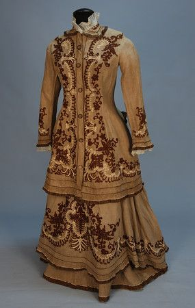 LINEN BUSTLE DRESS WITH EMBROIDEREY, c. 1880.