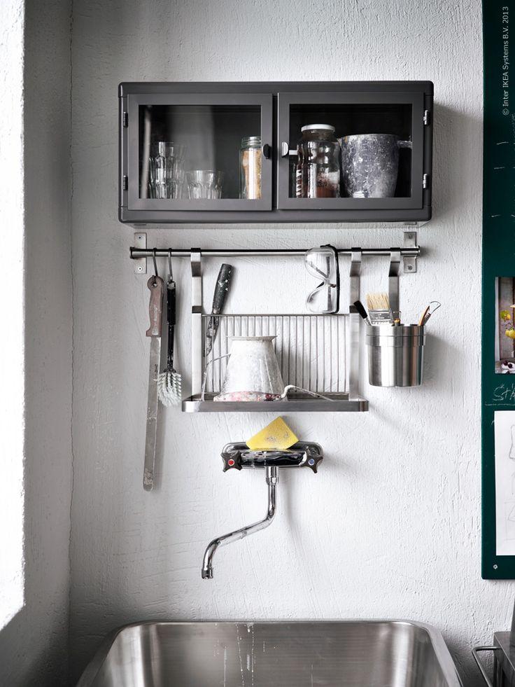 Lilla väggskåpet RÅSKOG i pulverlackerad stål, GRUNDTAL köksserie.