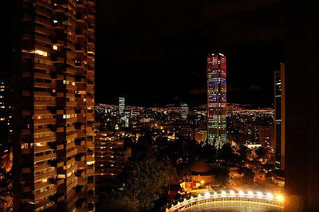 Bogotá de noche hacia el sur. Abajo la Santa María by ed.win, via Flickr