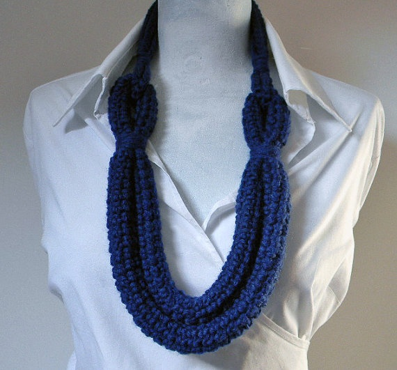 Crocheted wool necklace