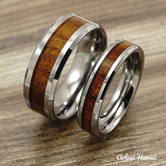 Una coppia di hawaiano Koa anelli fatti a mano con tungsteno (5mm & 8mm di larghezza)