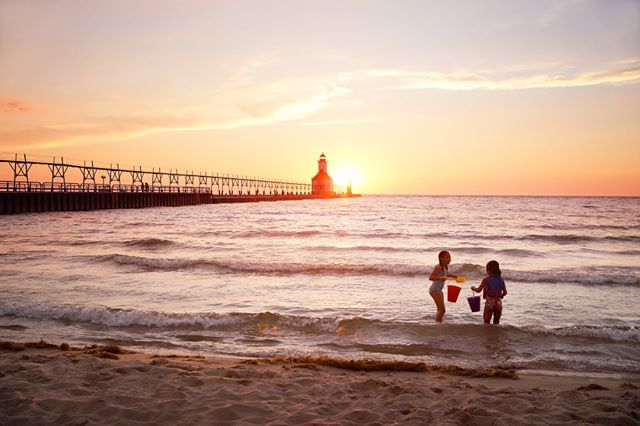 Happy Friday! It feels like a good day to start planning that summer vacation to Lake Michigan! Beachtowns.org ⛱️ #mibeachtowns #puremichigan #midwestmoment #visittheusa #lakemichigan #stjoe #swmi #michiganlighthouse