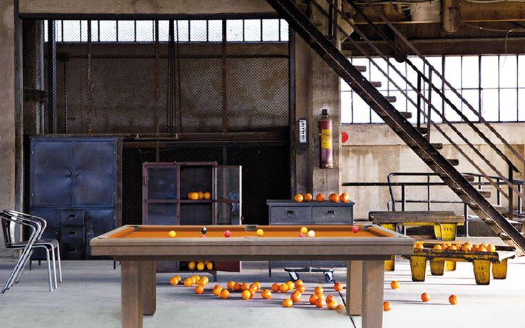Billard contemporain Factory par le fabricant de billard Billard Toulet(Billard sur-mesure, billard table). Factory,l'originalité des pieds effets rouillés!