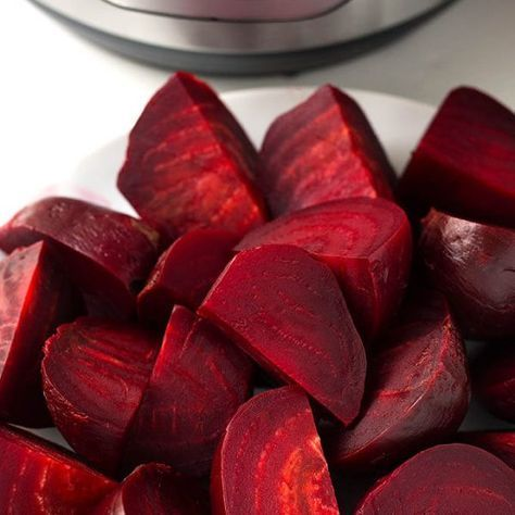 How to cook Instant Pot Beets. simplyhappyfoodie.com #beets #howtocookbeets #instantpotbeets #howtocookbeetsintheinstantpot #instantpotrecipes
