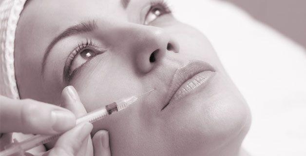 Diagnosi e trattamento degli inestetismi del volto, prevenzione e cura degli inestetismi causati dall'esposizione solare e dal tempo (rughe superficiali, medie e profonde), perdita di elasticità cutanea, di tono, di idratazione e volume di viso, collo, décolleté e mani, trattamento di esiti cicatriziali dell'acne. Contattaci al numero +39 0362 245698 per un appuntamento.