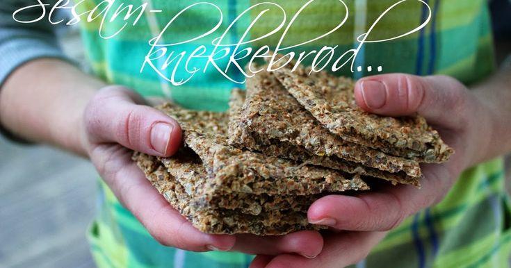Nydelige, lettlagede knekkebrød.       Oppskrift   150 g sesammel  50 g kruskakli eller fibrex (glutenfritt)  70 g linfrø  50 g solsikkefrø...