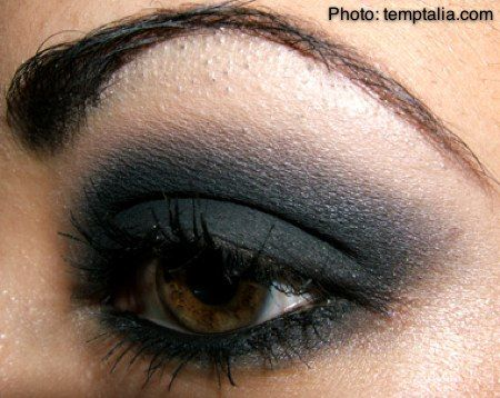 A darker autumn smokey eye look