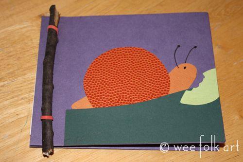 Petit carnet relié avec baton de bois