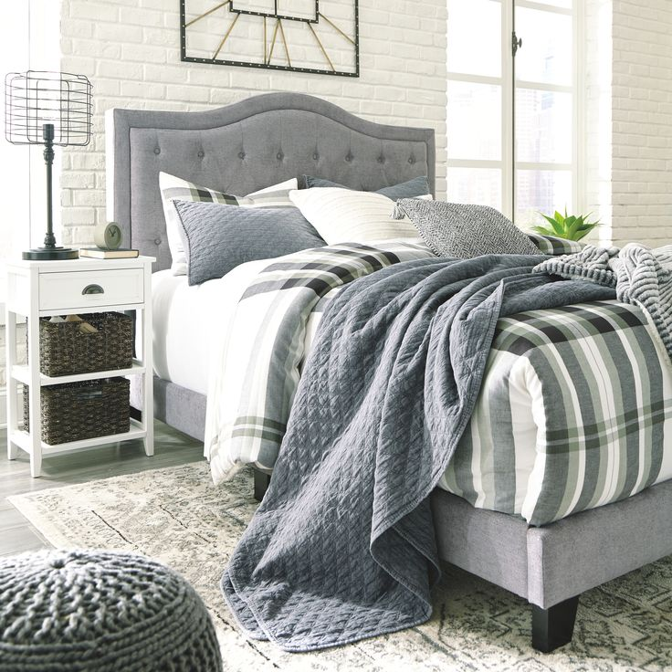 Jerary Queen Upholstered Bed, Gray Grey upholstered bed