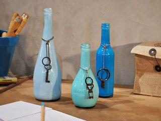 Botellas pintadas materiales botellas de vidrio l tex - Manualidades con botellas de cristal ...